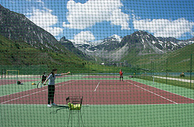 Tennisplatz, Tignes, Rhône-Alpes - p829m938231 von Régis Domergue