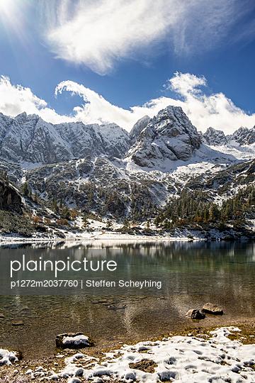 Bergsee im Winter - p1272m2037760 von Steffen Scheyhing