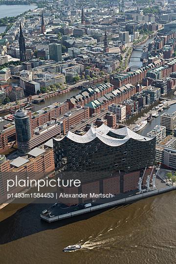 Konzerthaus Elbphilharmonie und Speicherstadt/Hafencity von oben, Hamburg (Luftaufnahme) - p1493m1584453 von Alexander Mertsch