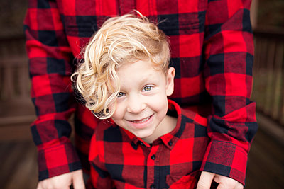 Family in Matching Red Plaid - p1166m2094072 by Cavan Images