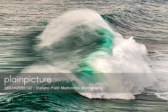 Breaking wave, Praia do Norte, Nazare, Centro, Portugal - p651m2085102 by Stefano Politi Markovina photography