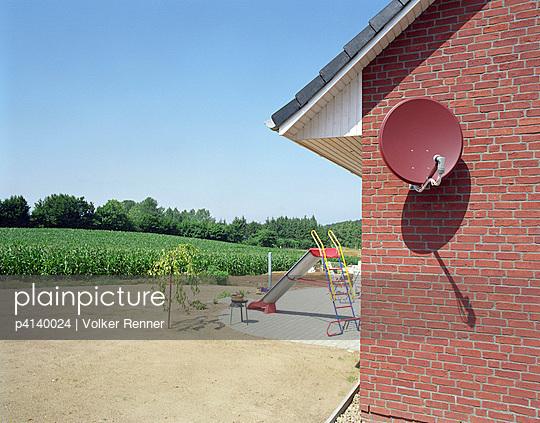 Neubau mit Garten - p4140024 von Volker Renner