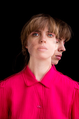 Junge Frau - Doppelbeleuchtung II - p1212m1128345 von harry + lidy