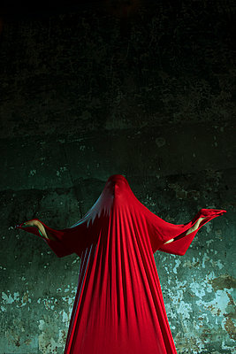 Man under red cloth - p427m916136 by R. Mohr