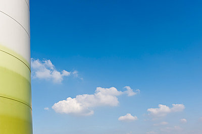 Turm eines Windrades - p1079m881305 von Ulrich Mertens