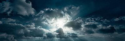 Wolkenbildung - p1370m1445438 von Uwe Reicherter