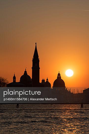 Sonnenuntergang hinter San Giorgio Maggiore und Salute-Kirche, Venedig - p1493m1584706 von Alexander Mertsch