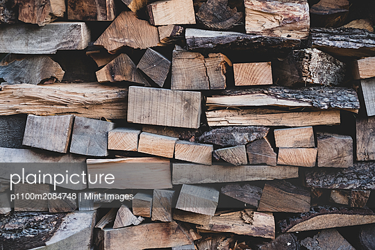 Close up of stack of wooden logs. - p1100m2084748 by Mint Images