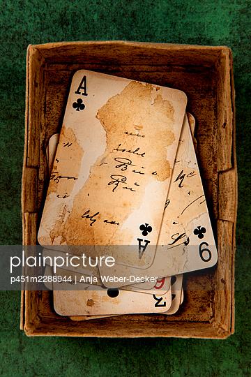 p451m2288944 by Anja Weber-Decker