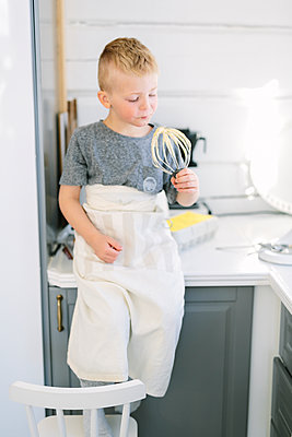 Boy holding whisk - p312m2050136 by Linda-Pauline Arousell