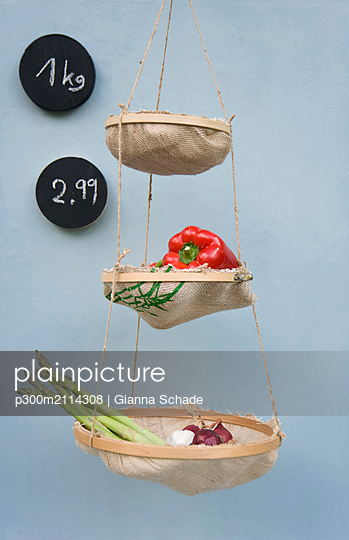 Upcycled embroidery frame and rice bags - p300m2114308 von Gianna Schade