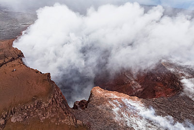 USA, Hawaii, Big Island, aerial view of Puu Oo volcano - p300m2103104 by Fotofeeling