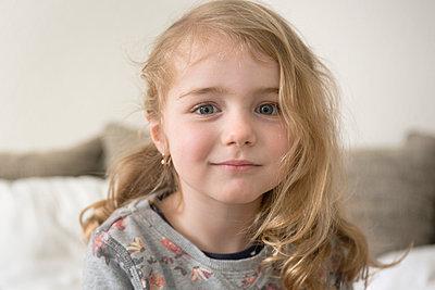 Little girl - p427m886482 by Ralf Mohr