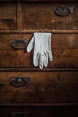Glove in a deawer - p971m1223142 by Reilika Landen