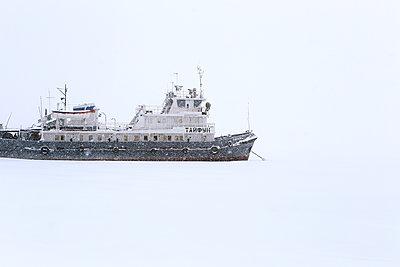 Russia, Ship in the snow  - p1063m2285144 by Ekaterina Vasilyeva