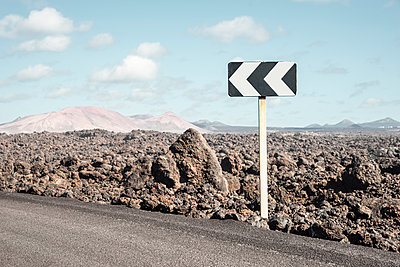 Traffic sign on Lanzarote - p1162m2278612 by Ralf Wilken