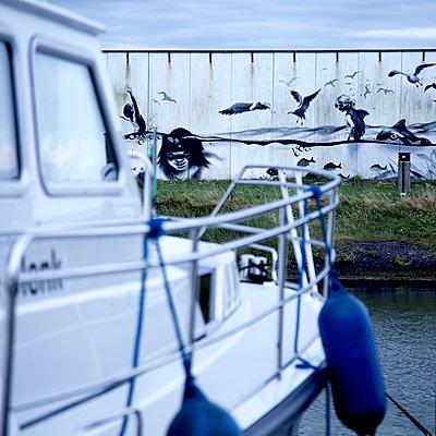 Hafengraffiti - p606m1564856 von Iris Friedrich