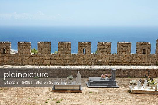 Gräber mit Aussicht - p1272m1154351 von Steffen Scheyhing