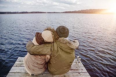 Deutschland, junges Paar, erste grosse Liebe, gemeinsame Zukunft, Glück, Zukunft, Blick nach vorn, Textfreiraum - p300m2166259 von Annie Hall
