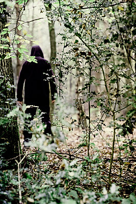 Sinister anonymous figure hiding in a forest - p1228m2133339 by Benjamin Harte