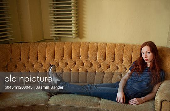 Auf der Couch - p045m1209045 von Jasmin Sander