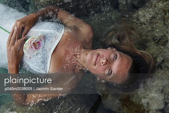 Schönheit im Wasser - p045m2038005 von Jasmin Sander