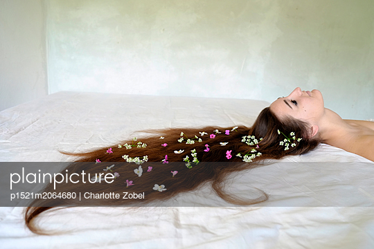 Women with flowers in her hair - p1521m2064680 by Charlotte Zobel
