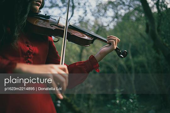 Mädchen mit Geige - p1623m2214895 von Donatella Loi