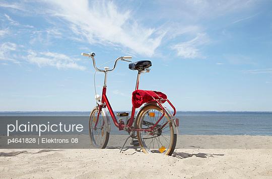 Fahrrad am Strand - p4641828 von Elektrons 08