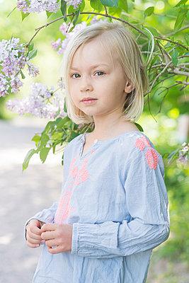 Portrait of a little girl  - p1323m1575252 von Sarah Toure