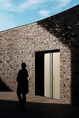 Weibliche Silhouette von hinten  - p1340m2064169 von Christoph Lodewick