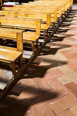 Kirchenbank - p280m1461406 von victor s. brigola