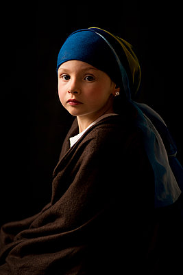 Girl with a Pearl Earring - p829m949315 by Régis Domergue