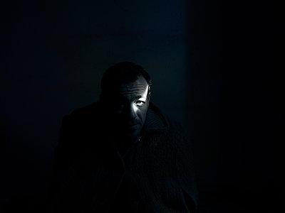 Man in the dark - p945m2093602 by aurelia frey