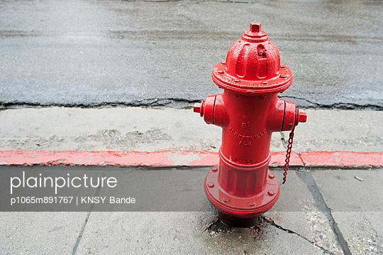 Roter Hydrant, Park City - p1065m891767 von KNSY Bande