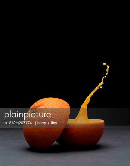 Frischer Orangensaft - p1212m2071741 von harry + lidy