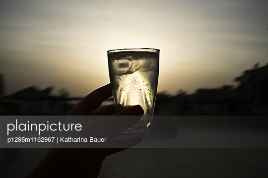 Glas im Gegenlicht - p1295m1162967 von Katharina Bauer