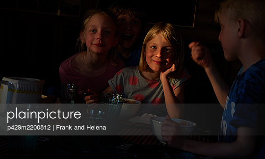 p429m2200812 von Frank and Helena