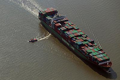 Containerschiff vor Brunsbüttel - p1016m741944 von Jochen Knobloch