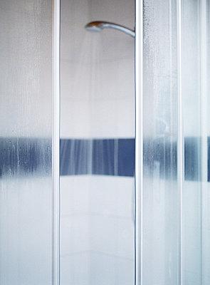 Open shower doors - p6234403f by Matthieu Spohn