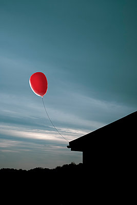 Red balloon against an evening sky - p1228m2128534 by Benjamin Harte