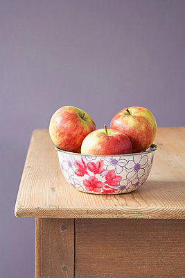 Apples on a kitchen table - p4641076 by Elektrons 08