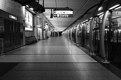 U-Bahn Haltestelle Bercy - p1189m1218675 von Adnan Arnaout