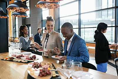 Business people enjoying conference happy hour - p1192m2047503 by Hero Images