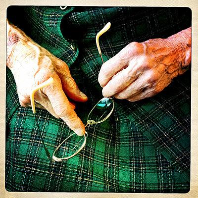 Elderly woman - p5864725 by Kniel Synnatzschke