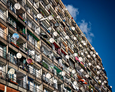Tower block with satellite dishes - p1154m1193263 by Tom Hogan