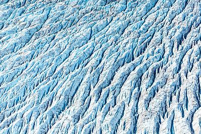 USA, Alaska, Aerial view of Ruth Glacier - p300m1562345 by Michael Malorny