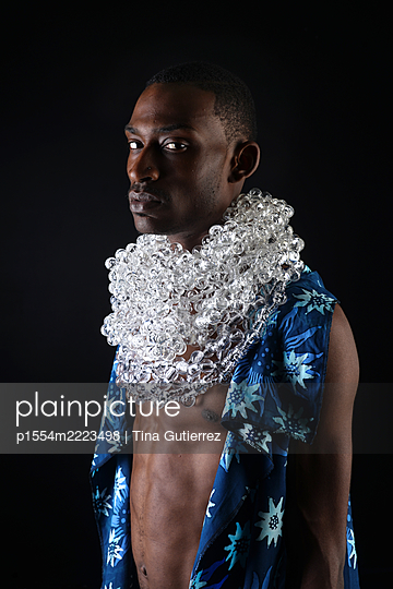 Contemporary African man in modern traditional garments  - p1554m2223498 by Tina Gutierrez