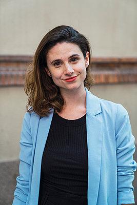 Portrait of a young businesswoman - p300m2024228 by Kike Arnaiz