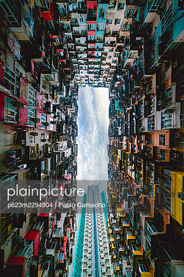 View of crowded residential buildings in Hong Kong - p623m2294904 by Pablo Camacho
